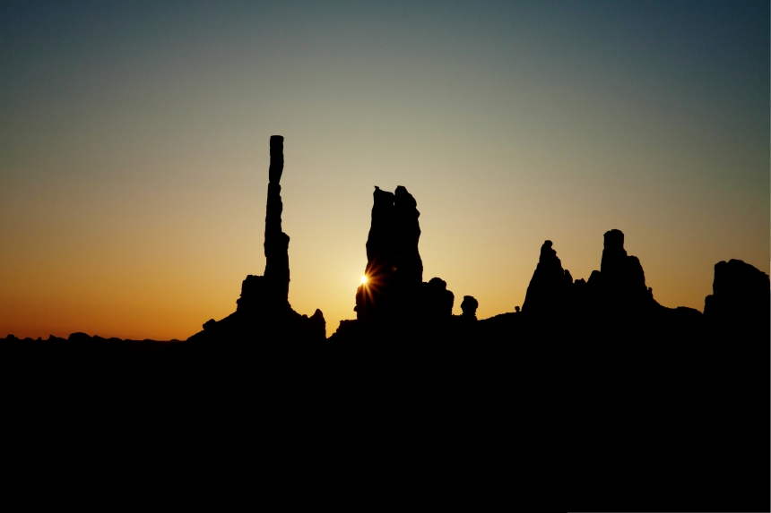 totem pole sunrise_-2_-3_-4_-5_-6_tonemapped
